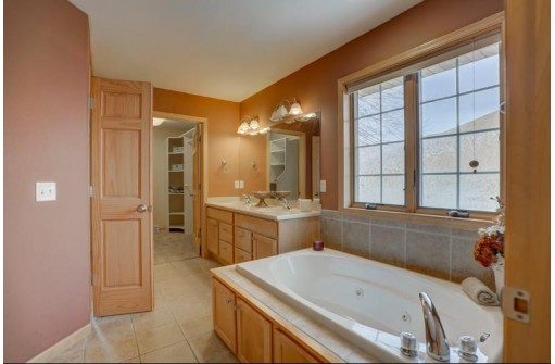 481 Medinah St, Oregon, WI 53575