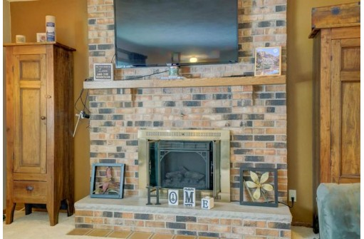 1182 Crossing Ridge Tr, Sun Prairie, WI 53590