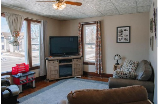 324 Division St, Mauston, WI 53948