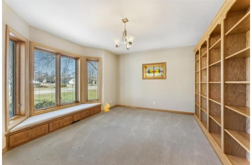 101 Valley View Rd, Mount Horeb, WI 53572