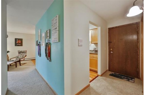 50 Whitcomb Cir 16, Madison, WI 53711