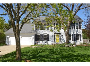 14 St Andrews Cir Madison, WI 53717