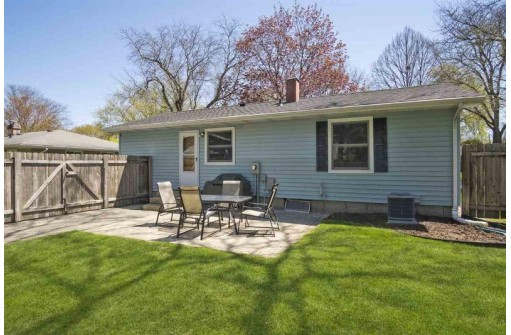 126 Crystal Ln, Madison, WI 53714