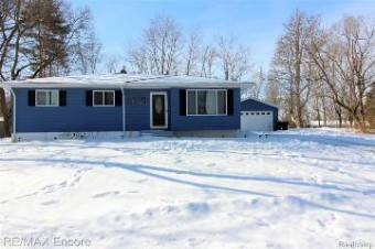 1471 W Silverbell Rd Orion Township, MI 48359
