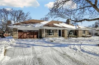 72 Greenbriar St Grosse Pointe Shores, MI 48236