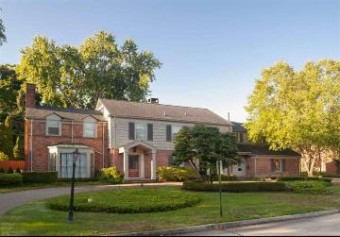 31 Webber Place Grosse Pointe Shores, MI 48236