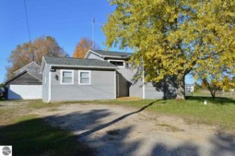 1343 E Duck Lake Road Grawn, MI 49637