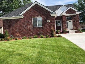 48484 Jefferson Ave Chesterfield Township, MI 48047