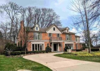 10 Webber Pl Grosse Pointe Shores, MI 48236