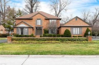 32 Fordcroft Grosse Pointe Shores, MI 48236
