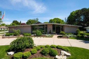 80 Briarcliff Grosse Pointe Shores, MI 48236