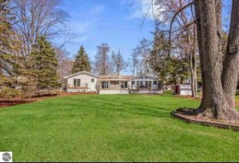 3707 Peninsular Shores Drive Grawn, MI 49637