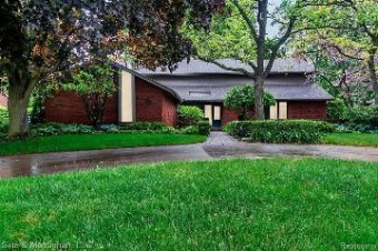 50 Fordcroft St Grosse Pointe Shores, MI 48236