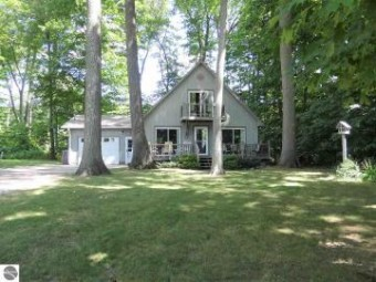 4131 Peninsular Shores Drive Grawn, MI 49637