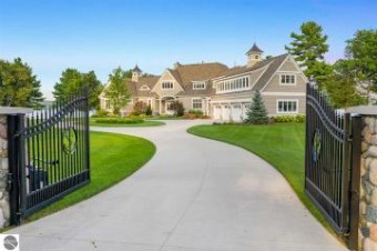 11756 West Pointe Road Kewadin, MI 49648