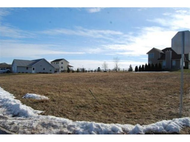 L21 Huntington Park Dr, Reedsburg, WI by Re/Max Preferred $32,300