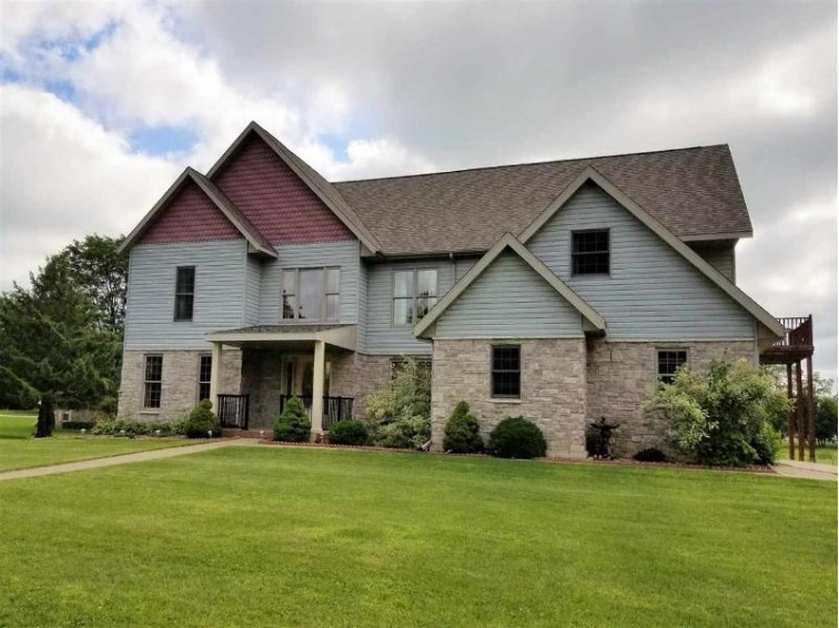 815 Chicago Ave, Viroqua, WI by Century 21 Affiliated $399,900
