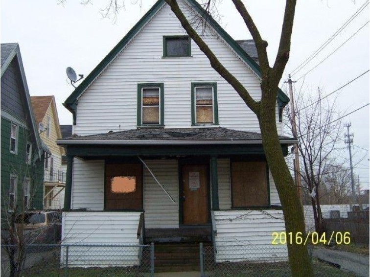 1644 N 32nd St, Milwaukee, WI by Realty One Group Kapital $3,000