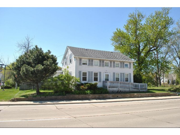 7625 W Mequon Rd, Mequon, WI by Coldwell Banker Realty $339,000