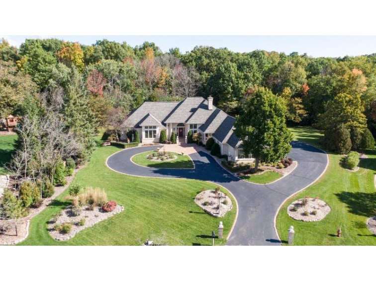 4022 W Ravenna Ct Mequon, WI 53092-5164 by First Weber Real Estate $895,000