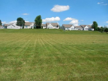 1402 Woodland Dr, Watertown, WI 53098-3334
