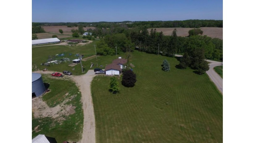 9249 Wescott Rd 9295 Farmington, WI 53040-9716 by Emmer Real Estate Group $3,799,900