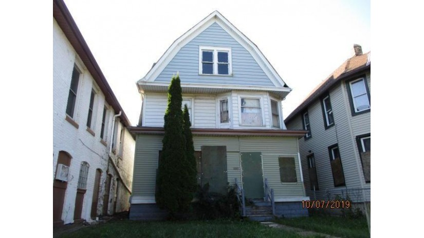 2523 N Teutonia Ave Milwaukee, WI 53206-2537 by Homestead Realty, Inc~Milw $5,300
