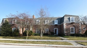 3063 Michigan Blvd, Racine, WI 53402-4026