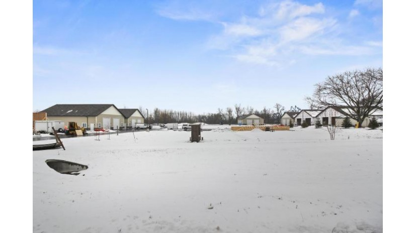 N60W22951 Silver Spring Dr 1/2 Sussex, WI 53089-3727 by First Weber Inc - Delafield $285,000