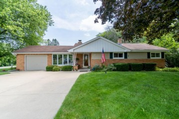 3900 S 124th St, Greenfield, WI 53228-1830