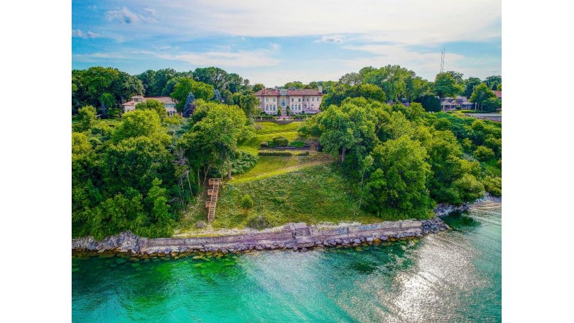 5270 N Lake Dr Whitefish Bay, WI 53217-5369 by Mahler Sotheby's International Realty $6,950,000