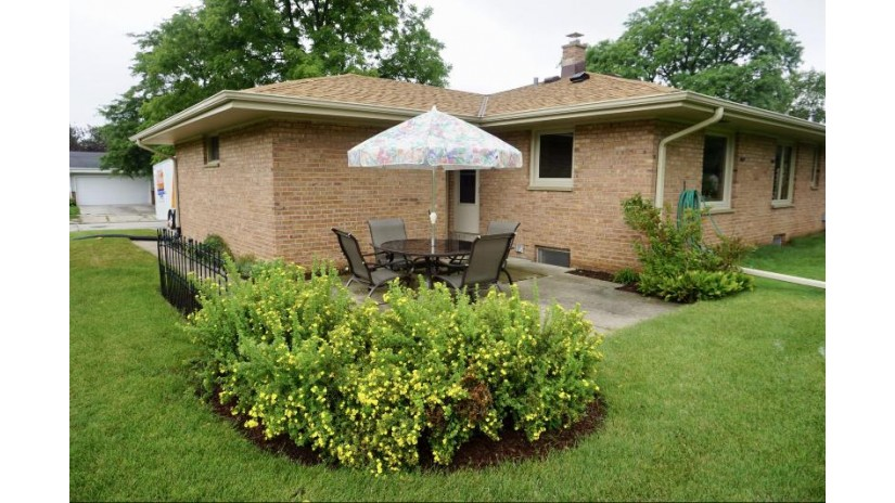 5163 Lilac Ln Greendale, WI 53129-1952 by Milwaukee Flat Fee Homes $245,900