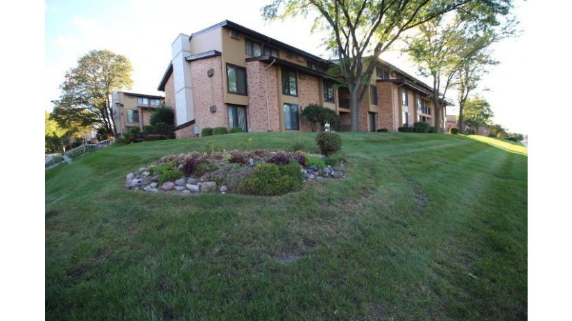 8753 N 72nd St 3 Milwaukee, WI 53223-2730 by Coldwell Banker HomeSale Realty - Wauwatosa $66,500