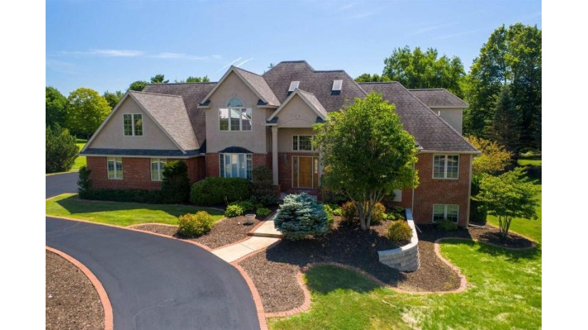 1805 River Highlands Court Wausau, WI 54403 by Re/Max Excel $725,000
