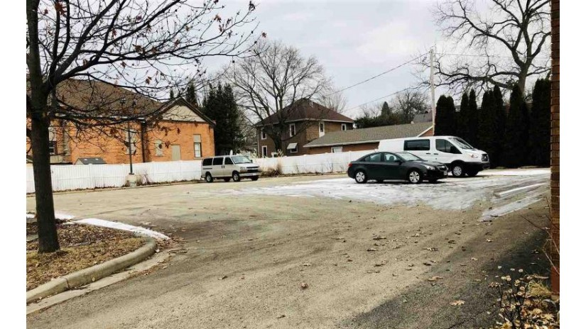 113 N Lincoln Ave Beaver Dam, WI 53916 by Century 21 Affiliated $25,000