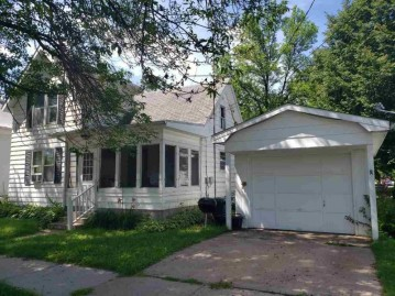 107 S Oak St, North Freedom, WI 53951