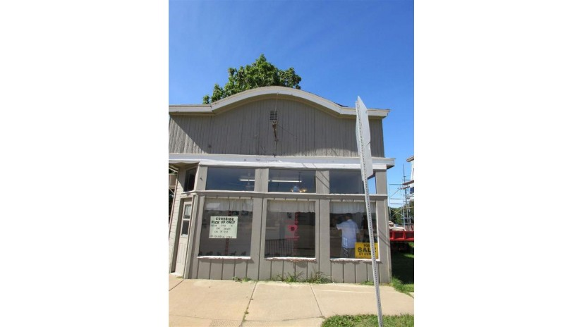 11 W Main St Benton, WI 53803 by Home Key Real Estate $39,995