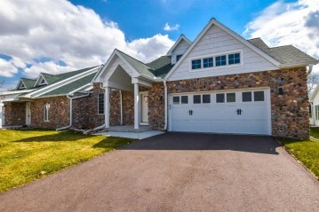 471 Golf Hill Ct, Green Lake, WI 54941