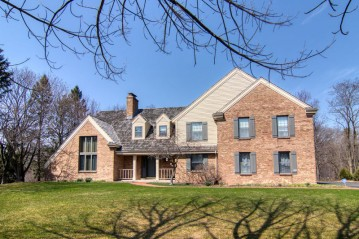 9939 N Valley Hill Dr, Mequon, WI 53092-5350