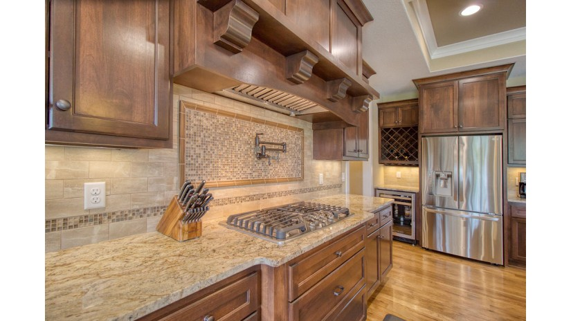 11053 N Sutton Ridge Dr Mequon, WI 53097-3511 by Shorewest Realtors $1,050,000