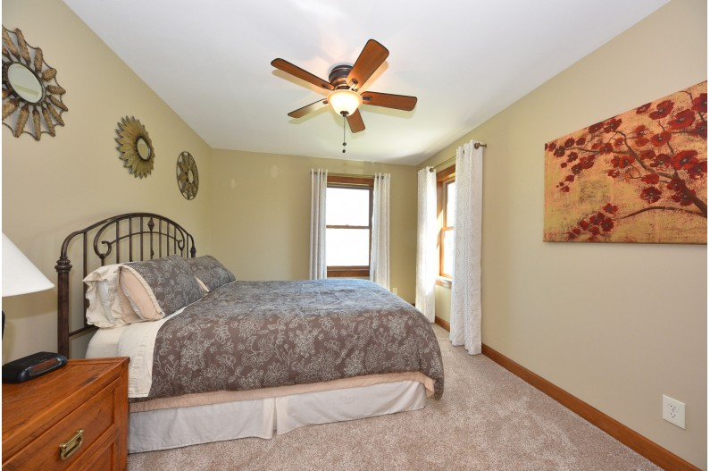 Guest Bedroom w/Ceiling Fan