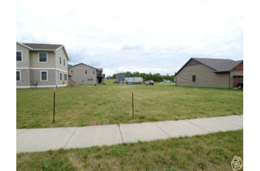 201-203 E North St, Mazomanie, WI 53560