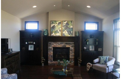5823 Golden Guernsey Ct, Waunakee, WI 53597