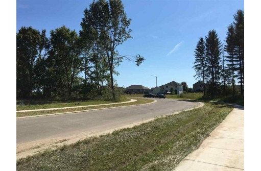 320 Kassander Way, Oregon, WI 53575