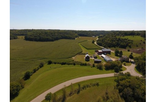 4264 N Birch Tr, Cross Plains, WI 53528