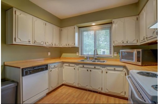 3013 Churchill Dr, Madison, WI 53713
