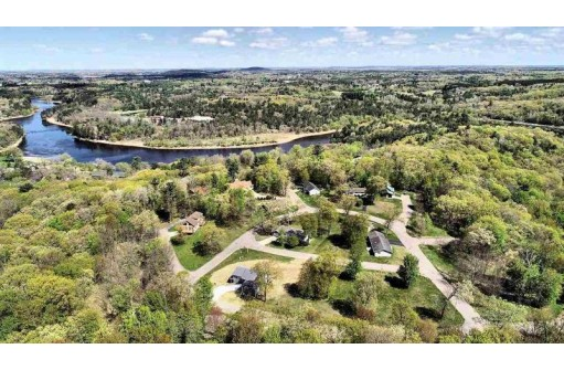 29 Eagles Nest, Baraboo, WI 53913