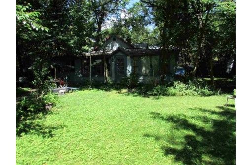 W9445 Ripley Rd, Cambridge, WI 53523