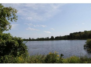 7 Ac Oxford Lake St Oxford, WI 53952