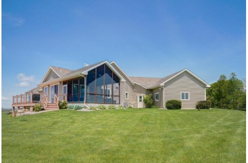 357 Perry Center Rd, Mount Horeb, WI 53572